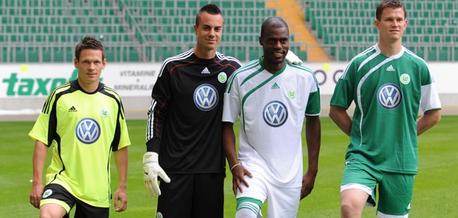 Neue Wolfsburg 2009-10 shirts trikots