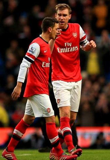 Ozil Mertesacker Man City