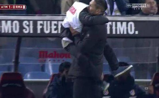 Diego Simeone Hugs Son Copa del Rey