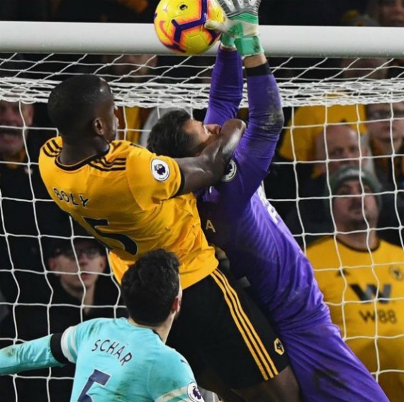Willy Boly Dubravka Foul 2019