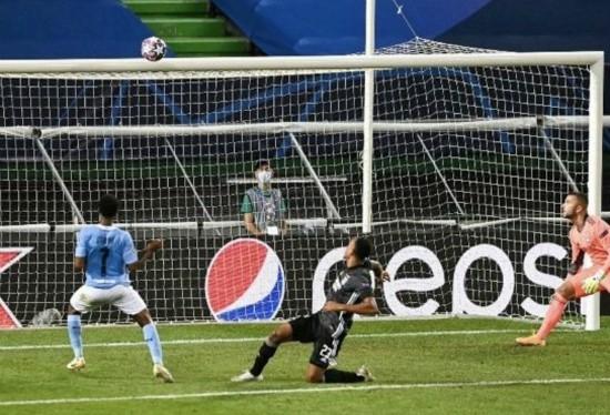 Sterling open goal miss vs Lyon
